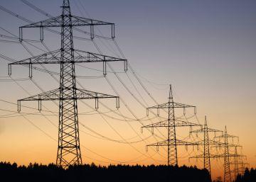 Competencia exige a las eléctricas que les remita las quejas de los clientes