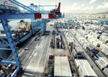 España logra su récord de exportación en medio del frenazo del comercio global