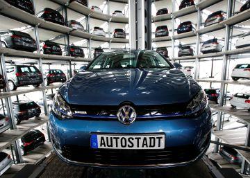Exposición de todos los modelos de Volkswagen en el edificio Autostadt de su sede de Wolfsburgo.