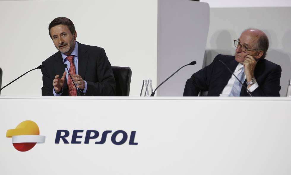 Josu Jon Imaz y Antoni Brufau, en la junta de accionistas de Repsol