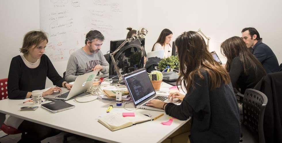 Empleados de la startup Glovo, en Barcelona.