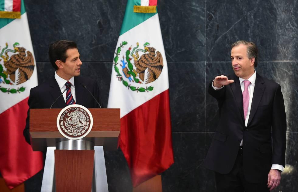 El presidente Enrique Peña Nieto toma protesta el miércoles pasado al nuevo secretario de Hacienda, José Antonio Meade.