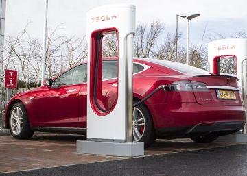 El auge del coche eléctrico dispara el precio del litio, la nueva gasolina