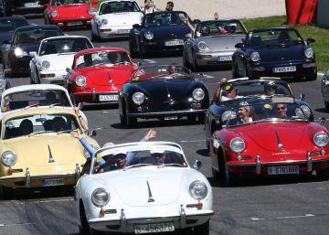 Los coches clásicos pisan el freno