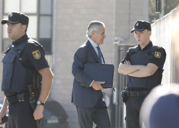 Ramon Blesa, ex presidente de Caja Madrid acudiendo a la Audiencia Nacional.