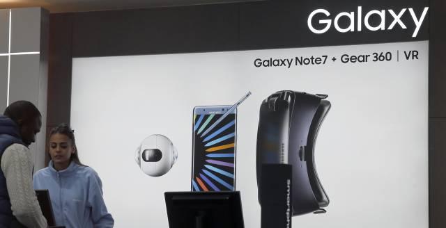 Un cartel del Samsung Galaxy Note 7 en una tienda.