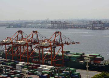 El déficit comercial baja un 31,6% hasta agosto