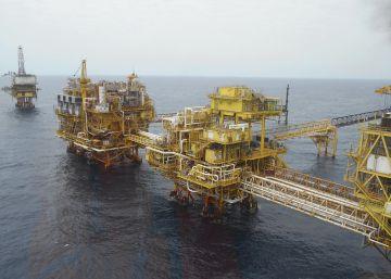 España ahorra 43.000 millones en dos años por la caída del petróleo y el gas