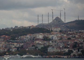 Refugiados sirios son explotados en talleres turcos que cosen para grandes marcas