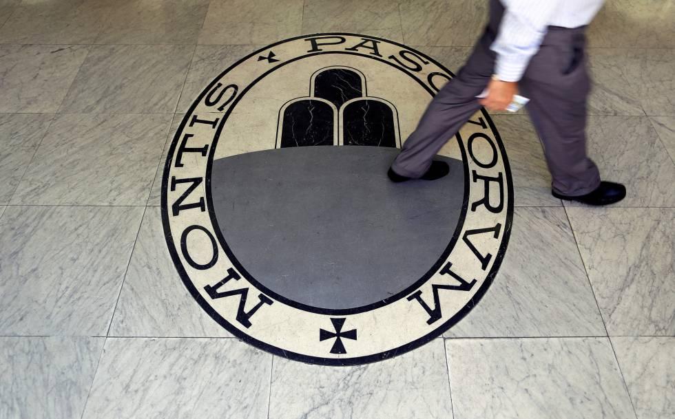 El logotipo del banco Monte dei Paschi en su sede de Roma