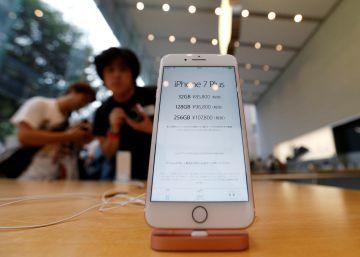El teléfono interactivo de Apple en un expositor
