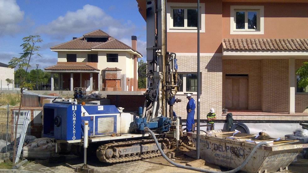 Trabajos de excavación de la primera instalación geotérmica en un chalé de la Comunidad de Madrid.