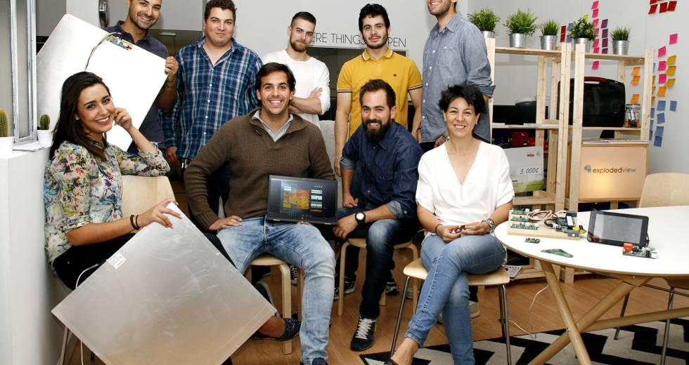 La start-up española Exploded View ha desarrollado una baldosa con la que se puede ajustar la temperatura.