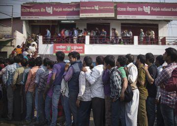 India se queda sin efectivo