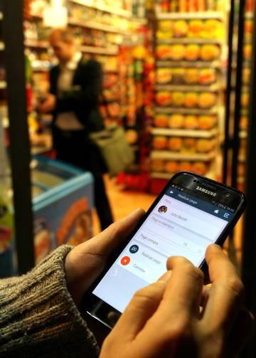 Una aplicación para pagar con Henares en Alcalá de Henares, Madrid.