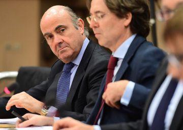 Bruselas exige el ajuste a Rajoy pero mantiene los fondos europeos