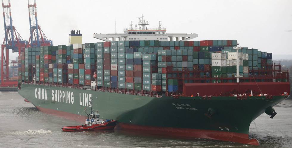 Uno de los barcos de carga de contenedores más grandes del mundo, propiedad de la china COSCO.
