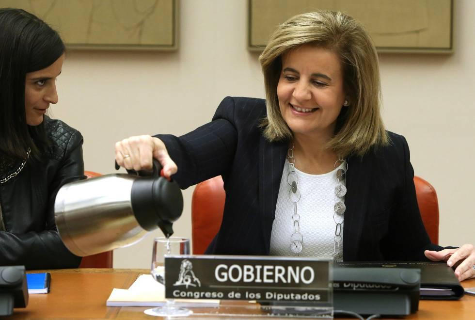 La ministra de Empleo y Seguridad Social, Fátima Báñez, hoy en el Congreso.