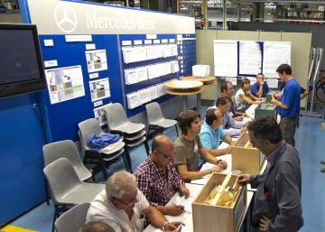La plantilla de Mercedes en Vitoria ratifica un convenio en minoría
