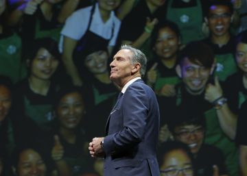 Howard Schultz suelta las riendas de Starbucks