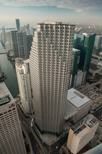 Amancio ortega compra una ic nica torre de oficinas en el for Oficinas inditex madrid