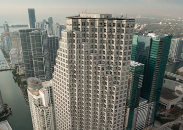Amancio Ortega compra una icónica torre de oficinas en el centro de Miami