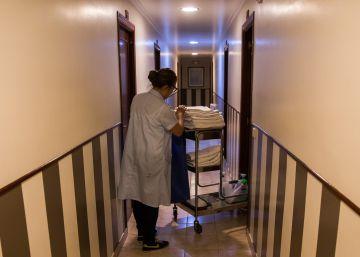 Vida de 'kelly': limpiar hoteles a 2,15 euros la habitación