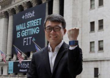 La empresa de pulseras deportivas Fitbit compra los relojes inteligentes Pebble