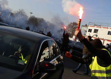 La primera revuelta de conductores de Uber en Francia obliga al Gobierno a intervenir