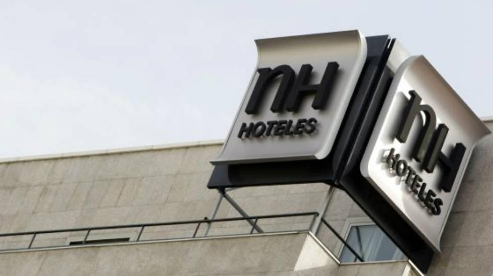 El logo de NH, en un hotel en el centro de Madrid.