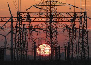 El precio de la luz recupera otra vez este lunes su nivel máximo
