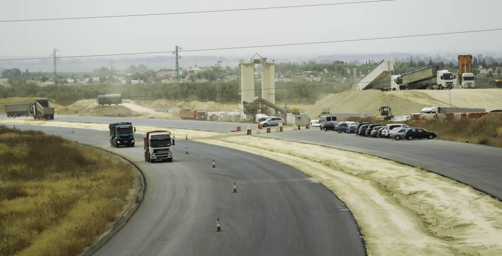 Fomento solo puso en marcha 14,2 kilómetros de nuevas carreteras en 2016