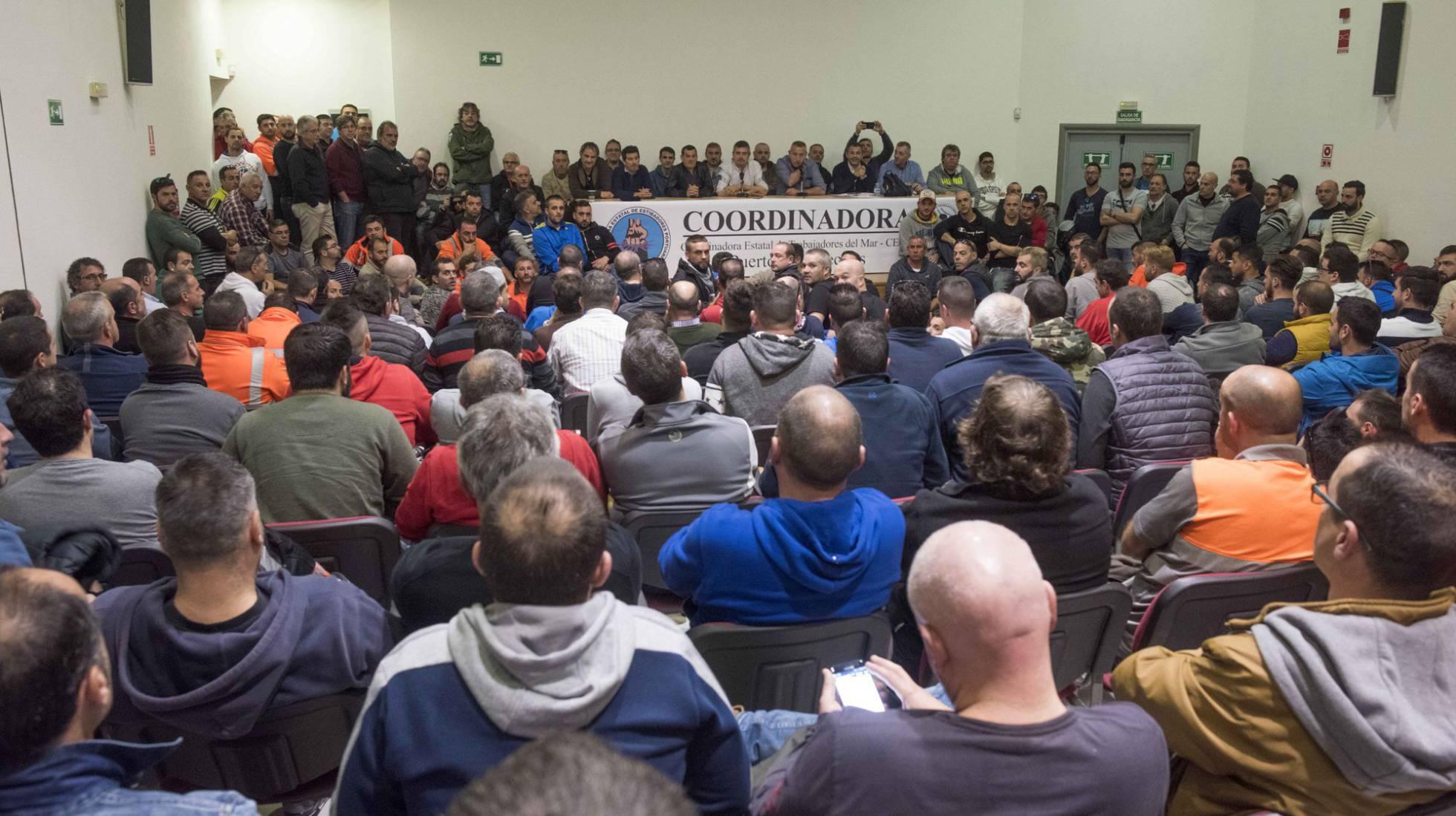 Estibadores portuarios.  El sindicalismo  democrático ayuda al  capital. 1486151173_412001_1486151298_noticia_normal_recorte1