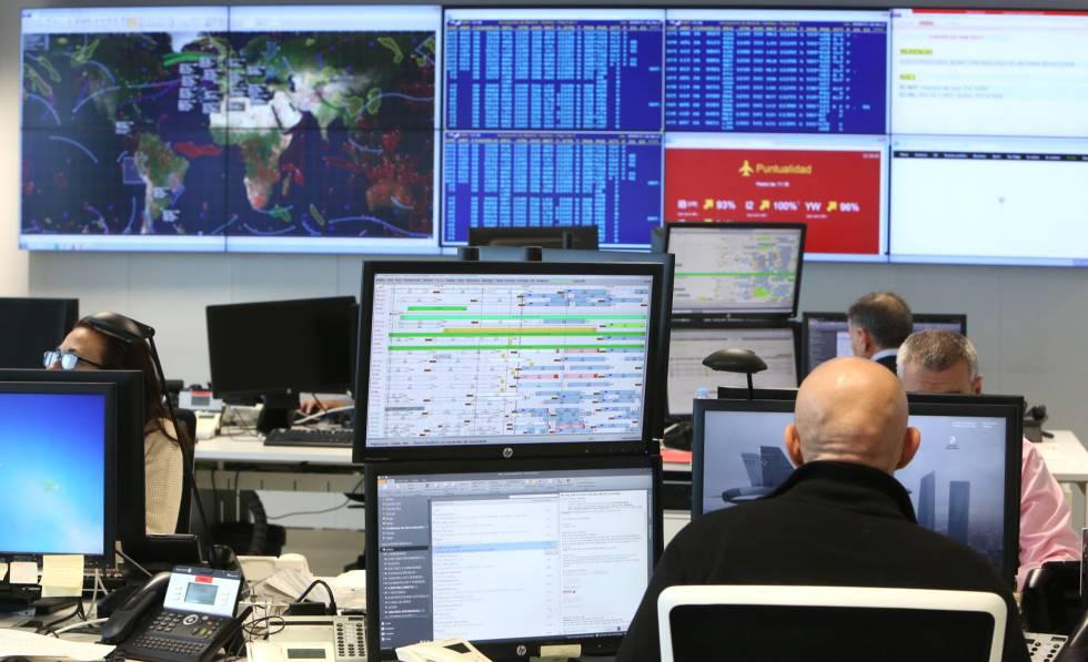 Desde el Centro de Control Operativo se conoce en tiempo real el estado de cada vuelo.