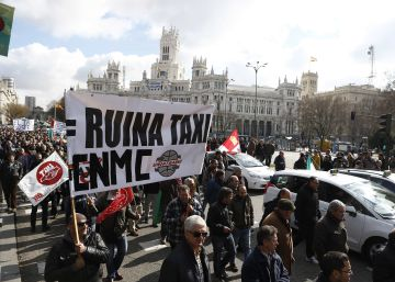 Taxi drivers go on strike in Madrid and Barcelona over Uber and Cabify