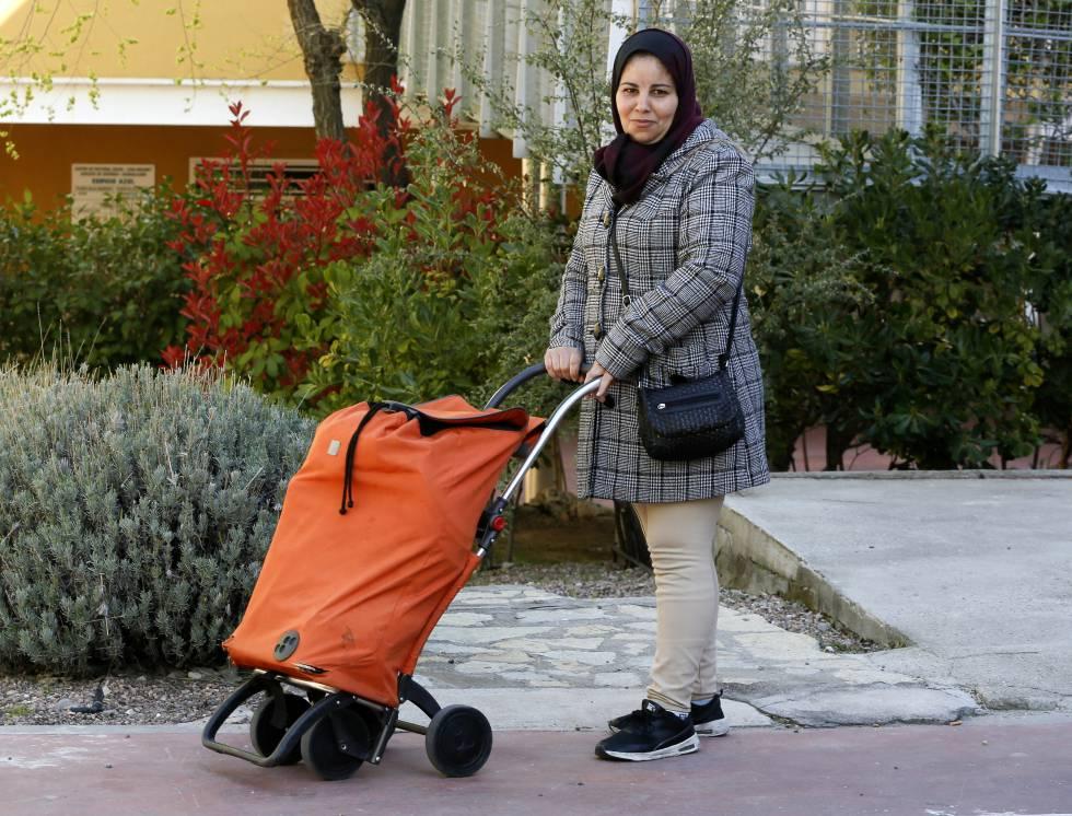Karima, de 40 años, tiene 6 hijos y vive en Guadalajara.