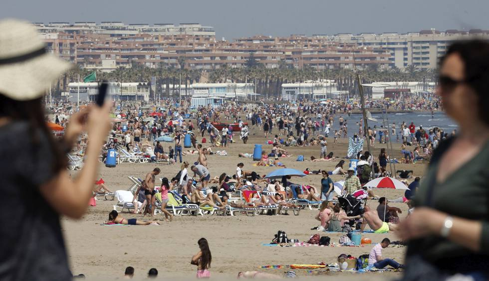 Malvarrosa beach in Valencia on Easter Monday.