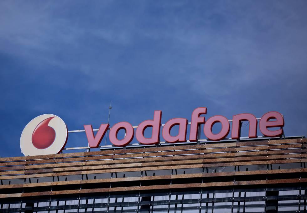 Un cartel de Vodafone en un edificio de Madrid