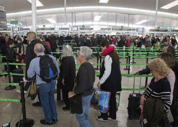 El Prat marca récord de pasajeros y le pisa los talones a Barajas pese a la huelga
