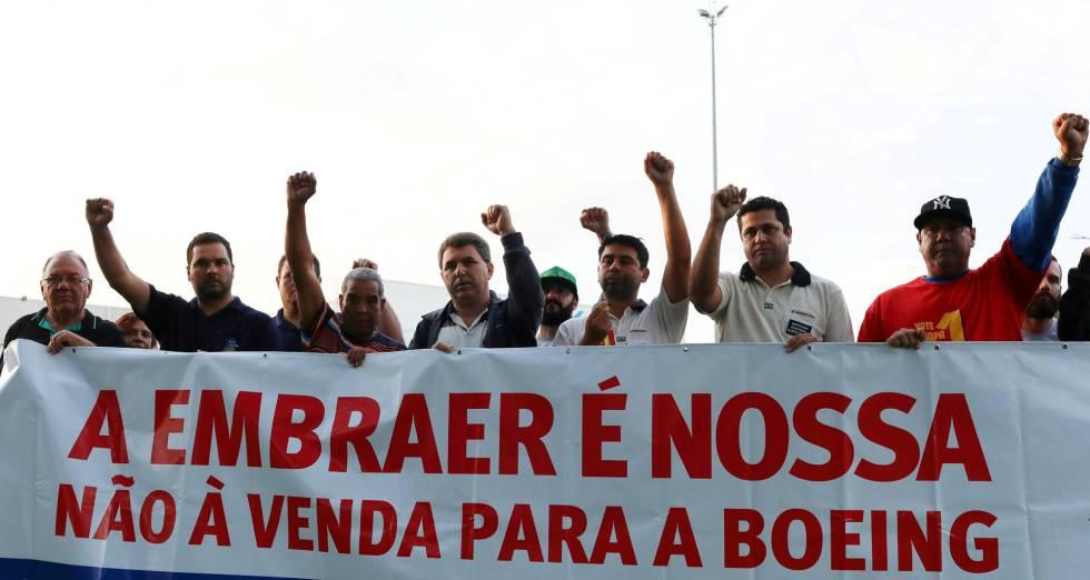 Trabajadores de Embraer se manifiestan contra la venta a Boeing el pasado mes de enero en São Jose dos Campos
