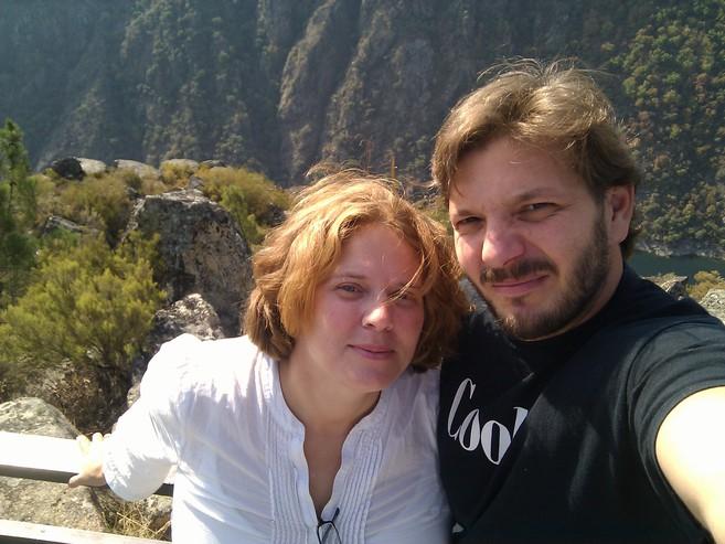 Autorretrato de dos blogueros ahorrativos: Anna Mayer y Jorge Guitián.