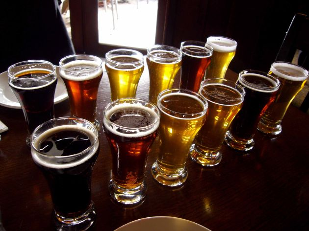 Ni la cerveza cura ni el vino adelgaza