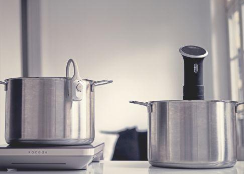 Las dos máquinas para cocinar a baja temperatura