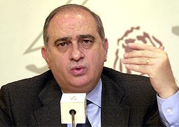 El secretario de Estado de Relaciones con las Cortes, Jorge Fernández, presenta los resultados del barómetro del CIS de marzo.