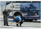 La policía explosiona un artefacto casero adherido a un autobús del Ejército en Vigo