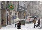 El temporal de nieve dificulta el tráfico en la mitad norte y aísla a más de cien pueblos