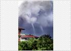 Tres pequeños tornados en apenas 12 horas causan numerosos daños materiales en Barcelona