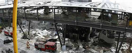 Estado en el que quedó el aparcamiento D de la terminal 4 del aeropuerto de Barajas tras la explosición de la bomba de ETA