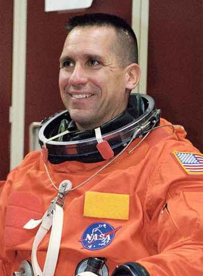 William Oefelein, piloto de la Marina que integró la tripulación del  Discovery  en una misión a la Estación Espacial Internacional en diciembre del año pasado. Oefelein y Nowak nunca han coincidido en la misma misión, según la NASA.