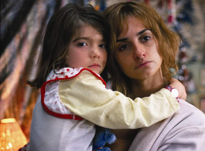 Un fotograma de la película 'Alta Sociedad', en la que Penélope Cruz da vida a una prostituta